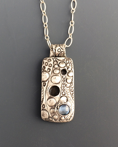 bethGregory_bgregoryJewlery_silverNecklace_bubblesWith_blueTopaz